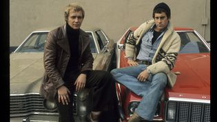 "Photo promotionnelle de David Soul (Hutch) et Paul Michael Glaser (Starsky) pour le lancement de ""Starsky and Hutch"" aux États-Unis en 1975 (ABC PHOTO ARCHIVES / WALT DISNEY TELEVISION / GETTY IMAGES)"