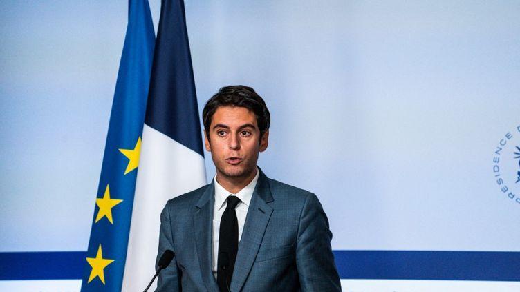 Le porte-parole du gouvernement, Gabriel Attal, à la sortie du conseil des ministres du 7 octobre 2021 à Paris. (XOSE BOUZAS / HANS LUCAS / AFP)