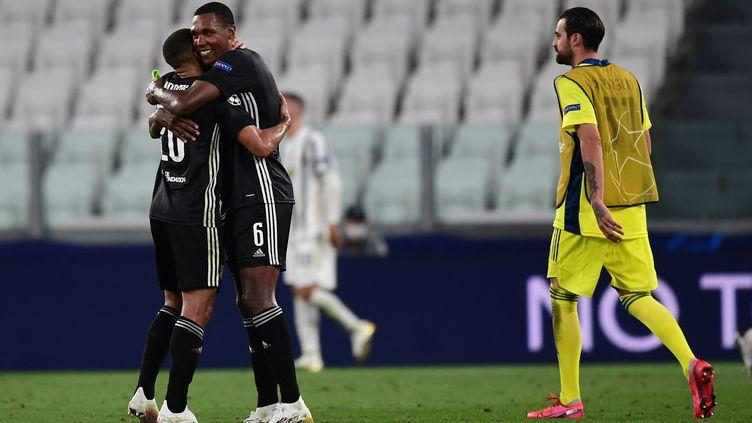 Les Lyonnais fêtent la qualification pour les quarts de finale (MIGUEL MEDINA / AFP)