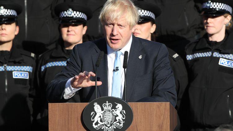 Le Premier ministre britannique Boris Johnson lors d'un discours devant l'école de police du Yorkshire, le 5 septembre 2019. (DANNY LAWSON / POOL/ AFP)
