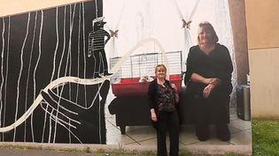 Dans le quartier du Moulin, à Creil (Oise), quelques dizaines d'habitants ont été photographiés et affichés en grand sur les murs des immeubles. Une exposition originale qui dure jusqu'au 20 juillet. (FRANCE 3)