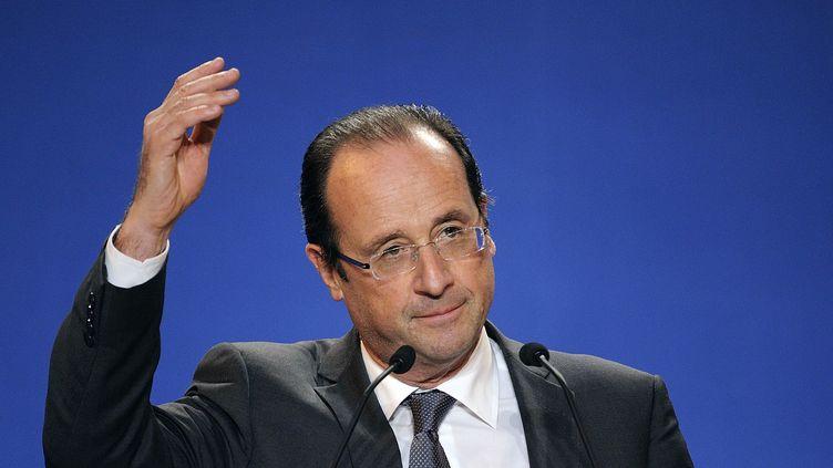 François Hollande lors d'un discours à Lorient (Morbihan), le 23 avril 2012. (JEAN-SEBASTIEN EVRARD / AFP)