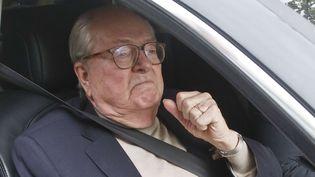 Jean-Marie Le Pen quitte le siège du Front national, le 4 juillet 2015, à Nanterre (Hauts-de-Seine). (MICHEL EULER/AP/SIPA)