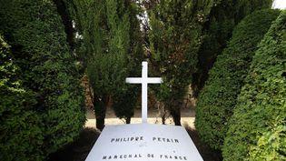 La tombe du maréchal Pétain sur l'île d'Yeu (Vendée), le 26 juillet 2013. (JEAN-SEBASTIEN EVRARD / AFP)