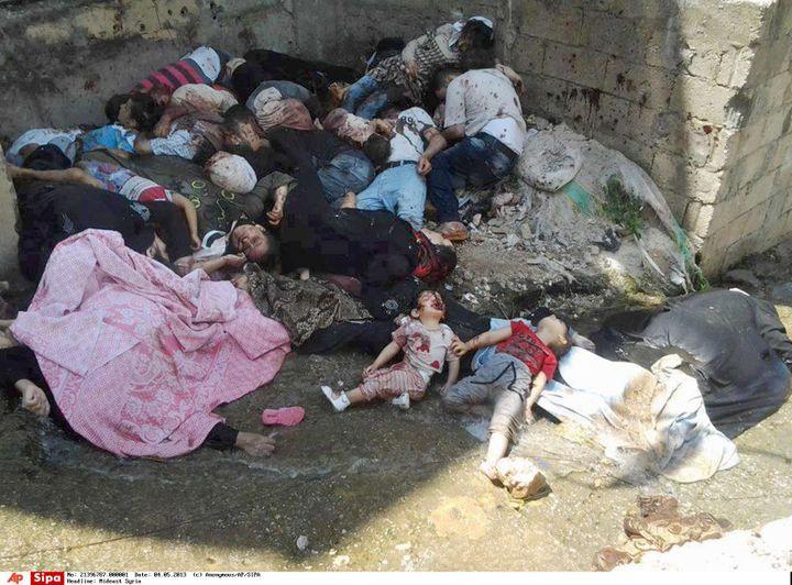 Image fournie par un témoin anonyme de corps entassés à Banias (Syrie), après un massacre commis par les forces syriennes, le 4 mai 2013. (AP / SIPA / AP)