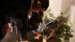 Dépôt de gerbe en mémoire du petit à Reims, mercredi 30 novembre. (FRANCOIS NASCIMBENI / AFP)