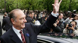 Jacques Chirac, le 8 mai 2007, lors d'une cérémonie sur les Champs-Elysées à Paris. (PATRICK KOVARIK / AFP POOL)