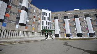 La façade d'un immeuble rénové de la prison de Fleury-Mérogis (Essonne), le 31 octobre 2013. (ERIC FEFERBERG / AFP)
