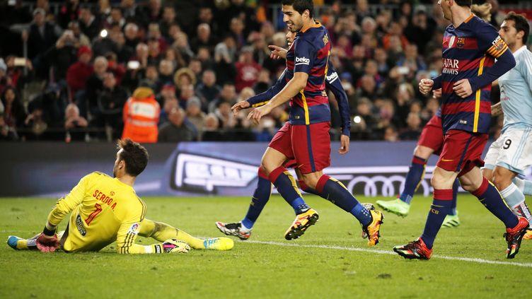 Suarez profite du pénalty indirect de Messi pour marquer (JOAN VALLS / NURPHOTO)