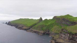 Les îles Féroé dans l'Atlantique nord sont un petit paradis pour les randonneurs et les amoureux de la nature. Victime de son succès, l'archipel développe le tourisme, au regret de ses habitants. (CAPTURE D'ÉCRAN FRANCE 3)