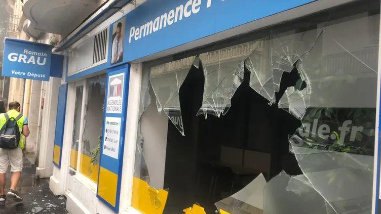 La permanence du député LREM Romain Gros, vandalisée le 27 juillet 2019, à Perpignan (Aude). (LUC CHEMLA / RADIO FRANCE)
