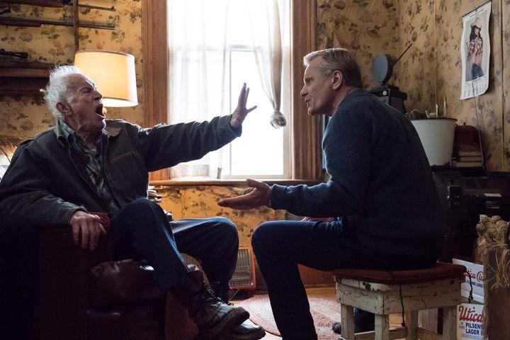 "Lance Henriksen et Viggo Mortensen dans ""Falling"" de Viggo Mortensen. (|Copyright Caitlin Cronenberg)"