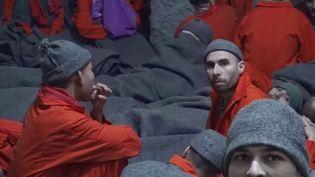 Nos journalistes ont pu se rendre dans une prison kurde en Syrie, où des jihadistes étrangers sont détenus. On y trouve des Français, des Suisses, des Danois, des Britanniques ; des hommes qui, visiblement, ne regrettent rien. (FRANCE 2)