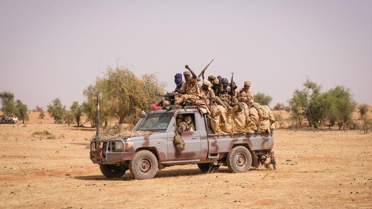 Soldats tchadiens lors d'une opération avec le G5-Sahel et les forces françaises de l'opération Barkhane en avril 2021. (FRED MARIE / REUTERS)