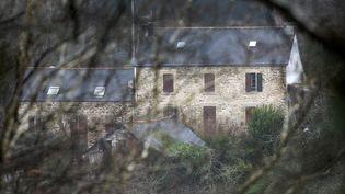 Laferme où Hubert Caouissin est soupçonné d'avoir démembré les corps de la famille Troadec, à Pont-de-Buis (Finistère), le 7 mars 2017. (FRED TANNEAU / AFP)
