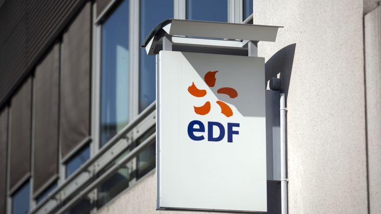 Une enseigne EDF à Paris, le 3 avril 2012. (BLOOMBERG / GETTY IMAGES)