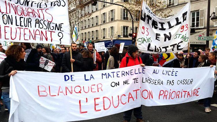 Plusieurs milliers d'enseignants (ici à Paris) ont manifesté contre les suppressions de poste dansl'Éducationnationale. (SONIA BOURHAN / RADIO FRANCE)