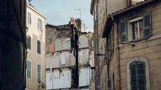 La rue d'Aubagne, à Marseille, le 7 novembre 2018, deux jours après l'effondrement de deux immeubles. (Theo Giacometti / Hans Lucas / AFP)