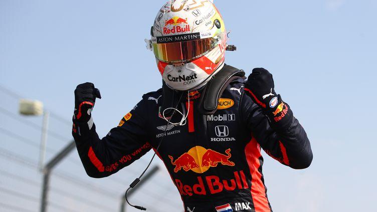 Max Verstappen à l'arrivée du GP du 70e anniversaire à Silverstone. (BRYN LENNON / POOL)
