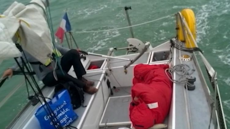 Lors d'une sortie en bateau, Patrick Leroy, 49 ans, a sauvé un migrant irakien de la noyade. (FRANCE 2)