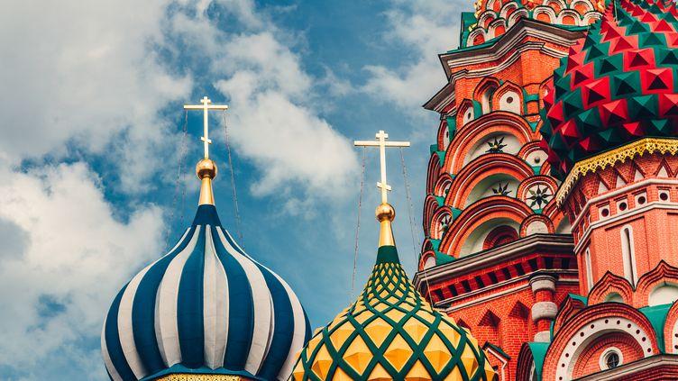 Gros plan sur les coupoles de la Basilique Saint Basile de Moscou. (GETTY IMAGES)