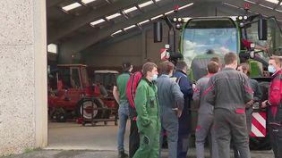 Emploi : la filière agricole attire de plus en plus les jeunes (FRANCE 2)