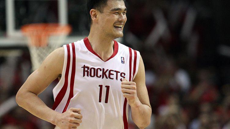 Yao Ming sous le maillot des Houston Rockets en 2009 (RONALD MARTINEZ / GETTY IMAGES NORTH AMERICA)