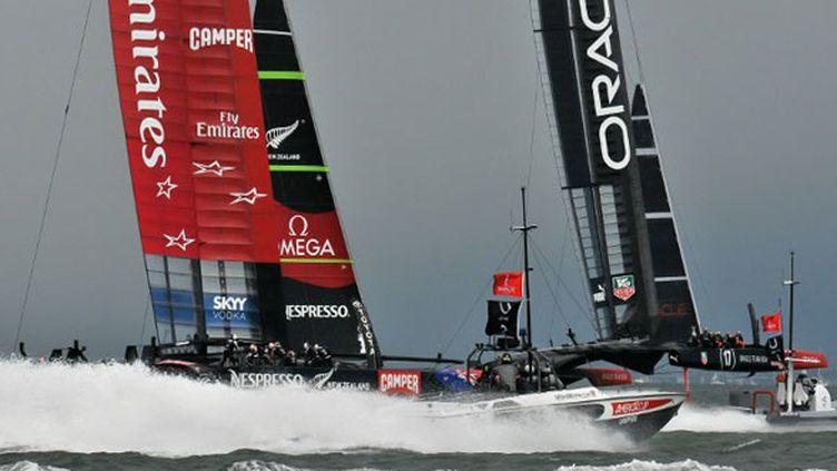 """Les deux bolides des mers de la Coupe de l'America, le challenger Team New Zealand et le """"defender"""" américain Oracle Team USA"""