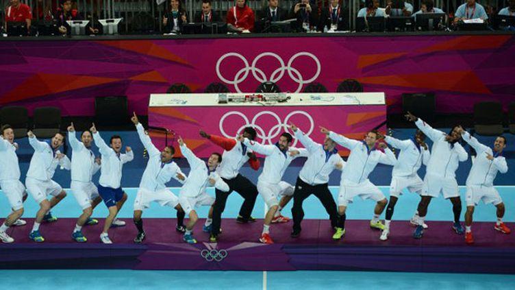 Les handballeurs français imitent la célébration d'Usain Bolt sur la plus haute marche du podium