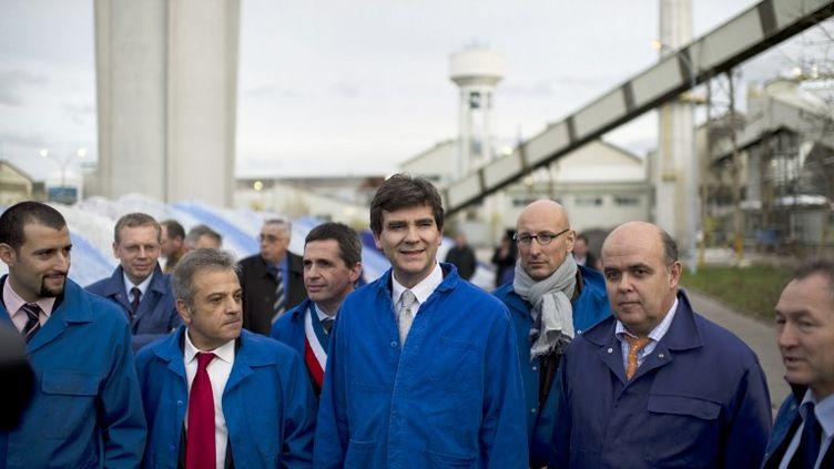Arnaud Montebourglors de sa visite à l'usine Duralex, le 26 novembre 2012 à La Chapelle-Saint-Mesmin,près d'Orléans (Loiret). (MARTIN BUREAU / AFP)