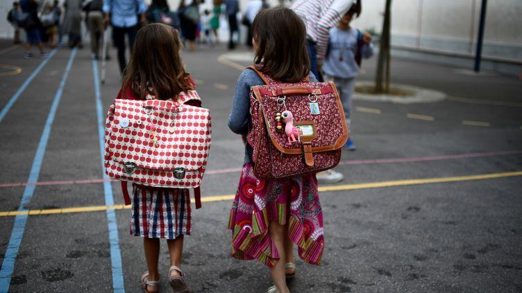 Une troisième étude confirme que les jeunes enfants sont de moindres vecteurs du coronavirus (illustration). (MARTIN BUREAU / AFP)