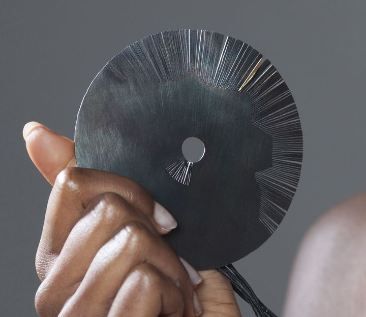 """Exposition """"Un bijou pour moi""""dans le cadre de l'évenement """"Circuits Bijoux"""" : modèle de Claire Wolfstirn  (Ulrich Landry)"""