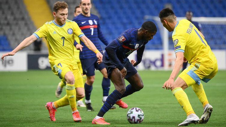 Ousmane Dembélé a ouvert le score contre le Kazakhstan ce dimanche 28 mars. (FRANCK FIFE / AFP)