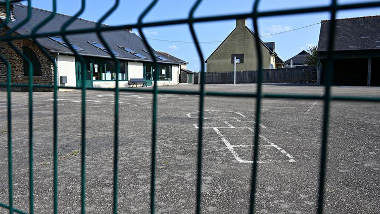 Une cour d'école (illustration). (DAMIEN MEYER / AFP)