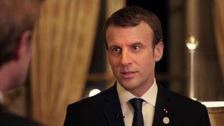 Emmanuel Macron, pendant son entretien exclusif à France 2, à l'Elysée (Paris), diffusé le 17 décembre 2017. (FRANCE 2)