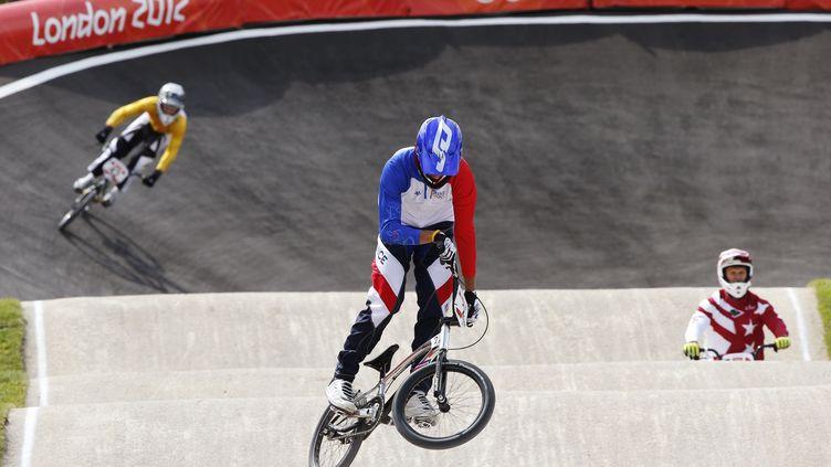 Le Français Joris Daudet lors d'un échauffement de BMX le 8 août 2012 à Londres. (PAUL HANNA / REUTERS)