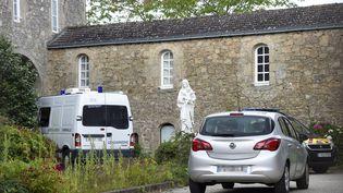 A son arrivée en France, le suspect du meurtre du père Olivier Maire, très pieux, s'est mis sous la protection de la communauté catholique. Il était hébergé par cette homme d'Eglise depuis plusieurs mois, à Saint-Laurents-sur-Sèvre, en Vendée. (SEBASTIEN SALOM-GOMIS / AFP)