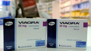 Des boîtes de Viagra sur le comptoir d'un pharmacien. (MAXPPP)