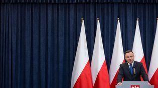 Le président de la Pologne,Andrzej Duda, annonce la promulgation d'une loi controversée sur la Shoah, au palais présidentiel à Varsovie, le 6 février 2018. (MATEUSZ WLODARCZYK / AFP)