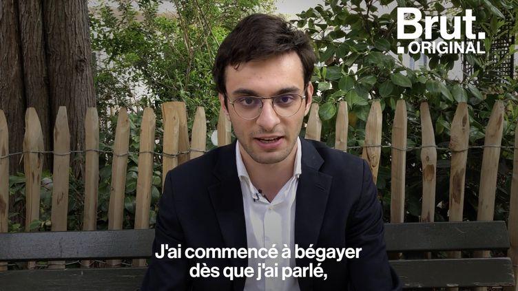"""VIDEO. """"Le bégaiement fait partie de moi"""" : le quotidien de Mounah, jeune bègue (BRUT)"""