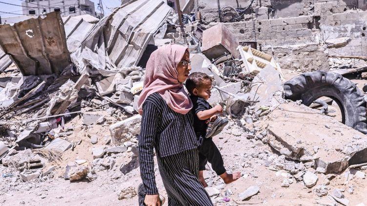 Une Palestinienne dans la bande de Gaza, le 16 mai 2021. (SAID KHATIB / AFP)