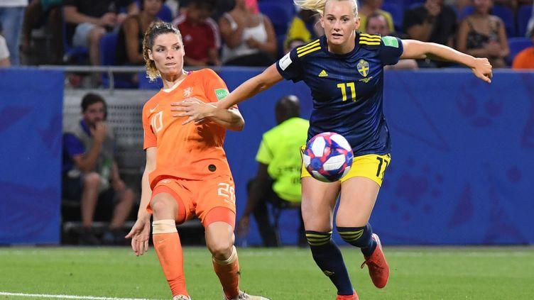 L'attanquante suédoiseStina Blackstenius, le 3 juillet 2019, contre les Pays-Bas à Lyon. (JEAN-PIERRE CLATOT / AFP)
