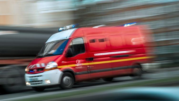 Les pompiers de la Manche ont trouvé le corps de l'épouse d'un octogénaire enroulé dans un tapis à leur domicile. (PHILIPPE HUGUEN / AFP)