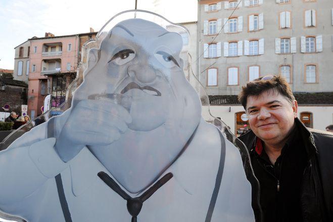 La sculpture de Bernard Blier et son auteur Stéphane Saint-Emett, le 6 février 2014.  (Eric cabanis / AFP)
