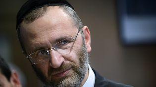 """Gilles Bernheim, le grand rabbin de France, le 4 novembre 2012 àDieulefit (Drôme). Il a avoué avoir plagié un ouvrage dans son dernier livre, """"Quarante méditations juives"""". (JEFF PACHOUD / AFP)"""
