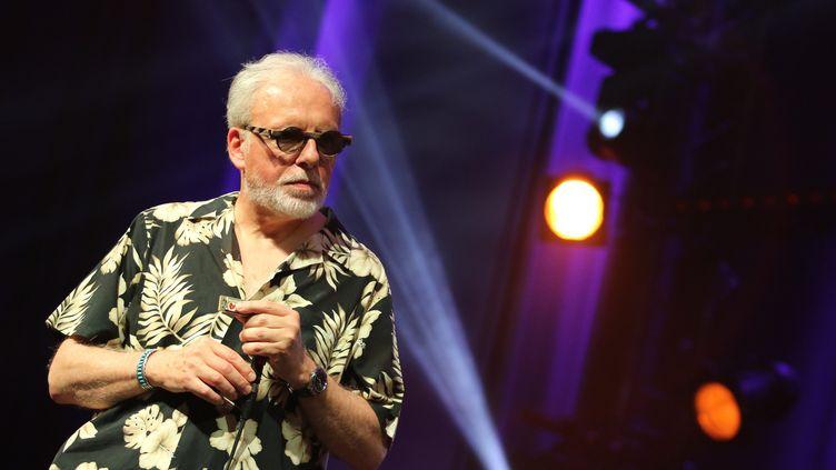 L'harmoniciste Jean-Jacques Milteau sur la scène du festival Jazz à Marciac (Gers) le 1er août 2017 (SEBASTIEN LAPEYRERE / MAXPPP)