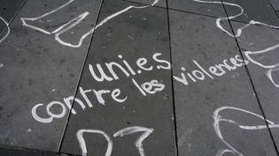 Un slogan contre les violences faites aux femmes, le 29 septembre 2018 à Paris. (DENIS MEYER / HANS LUCAS)