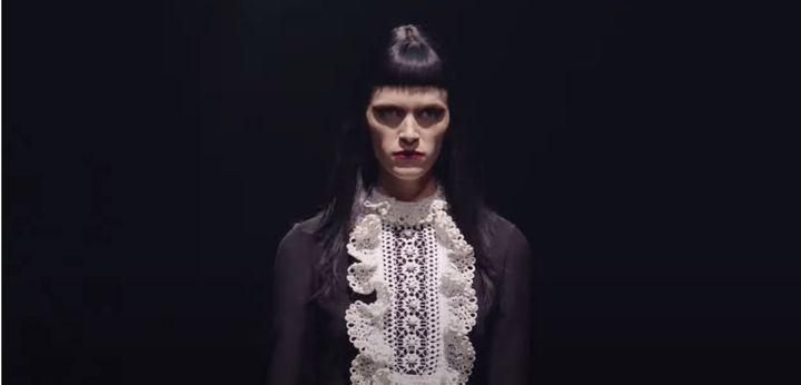 Valentino automne-hiver 2021-22auTeatroPiccolo de Milan lors dela Fashion Week de Milan, le 1er mars 2021 (Capture d'écran de la vidéo Valentino)