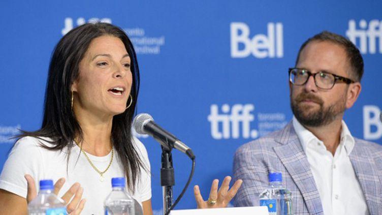 Betsy Andreu, à côté de Jonathan Vaughters, qui a dénoncé depuis plus de dix ans le dopage de Lance Armstrong (JASON MERRITT / GETTY IMAGES NORTH AMERICA)
