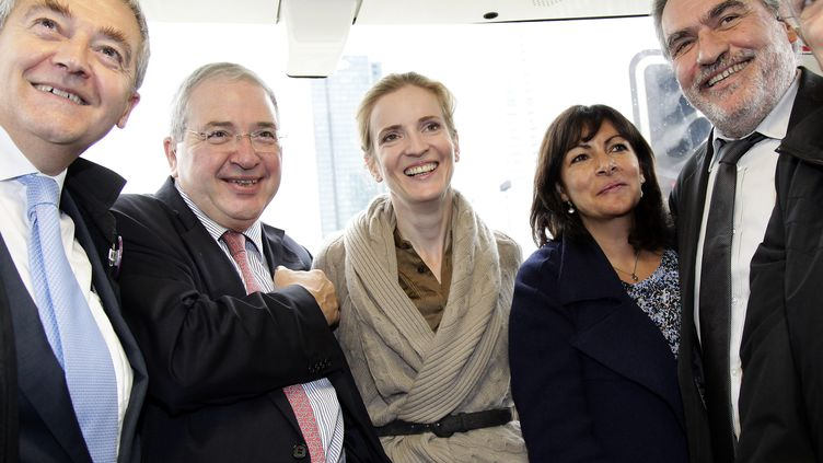 Nathalie Kosciusko-Morizet (UMP) et Anne Hidalgo (PS), le 3 novembre 2011, dans une rame du métro parisien. (MAXPPP)
